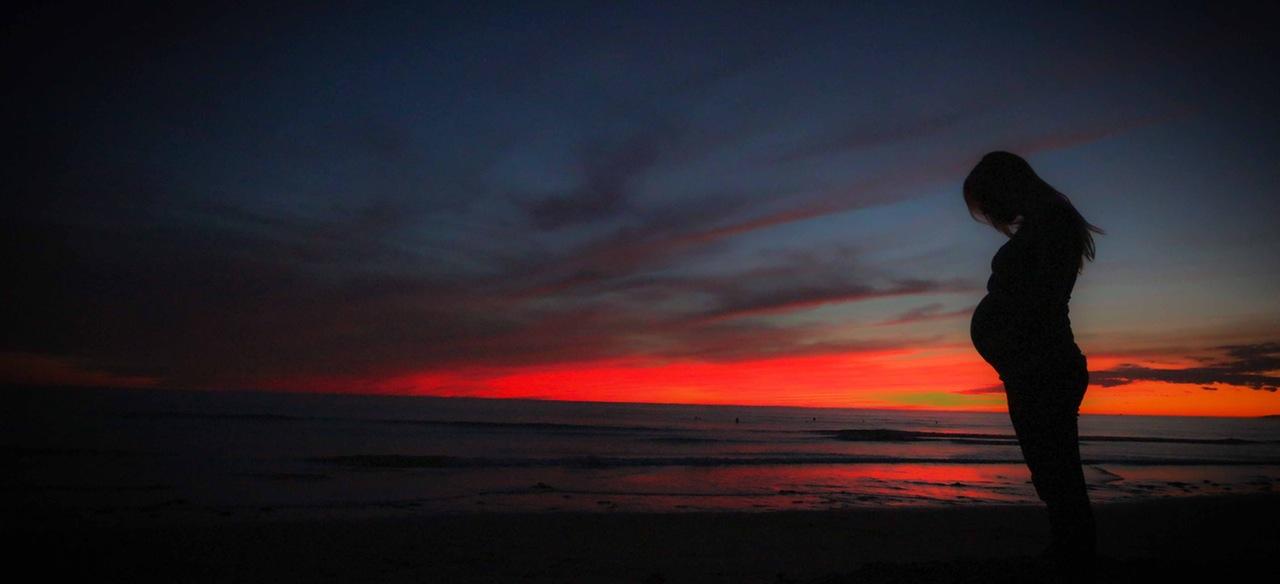 pregnant-beach-sunset-mother-51386
